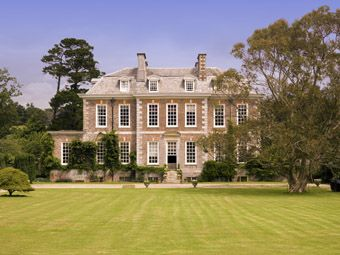 Queen Anne Houses For Sale Country Life Queen Anne House English Country House English Manor Houses