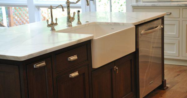 Farmhouse sink dishwasher in island kitchen pinterest dishwashers sinks and kitchens - Functional kitchen island with sink ...