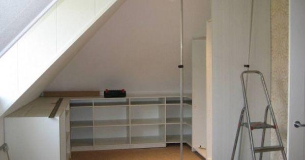 Inloopkast onder schuin dak wij zelf hebben straks de slaapkamer met schuine daken en een - Mezzanine onder het dak ...