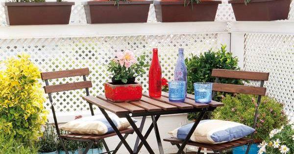 Jardini res de plantes vertes et balustrade de treillis en for Plante verte exterieur balcon