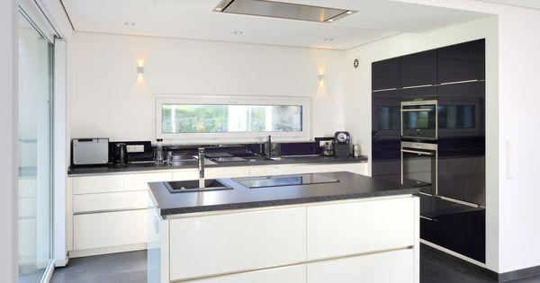 die k che wirkt durch ihr schlichtes design sehr modern individueller bungalow heinz von. Black Bedroom Furniture Sets. Home Design Ideas