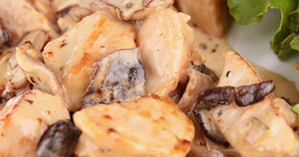 Slow cooker chicken stew with white wine. Cubed chicken with mushrooms and