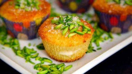 كب كيك البسبوسة بالقشطة Recipe Ramadan Sweets Recipes Cooking Recipes