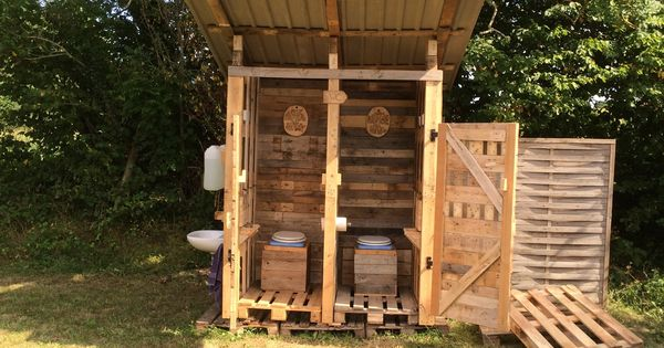 Pallet compost demountable toilet pallet ideas toilette diy autour du bo - Cabane toilette de jardin ...