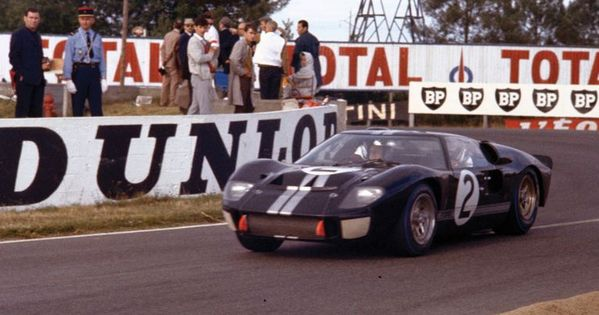 How Ford Built A Nascar Powered Car To Beat Ferrari At Le Mans Ford Gt40 Le Mans Ford Gt