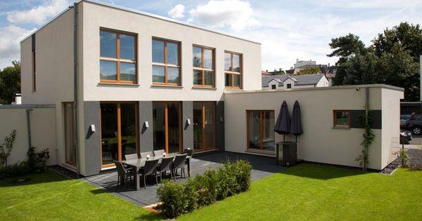 modernes flachdachaus von renschhaus, rückansicht mit garten, Garten und erstellen