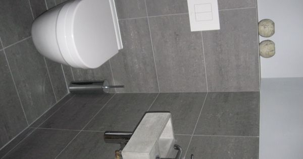 Solidus fontein toilet klein grijs beton nieuwe woning idee n pinterest grijs toiletten - Deco toilet grijs en wit ...