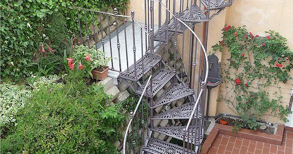 Scala a giorno in ghisa a due rampe interrotte da for Arredare pianerottolo scale