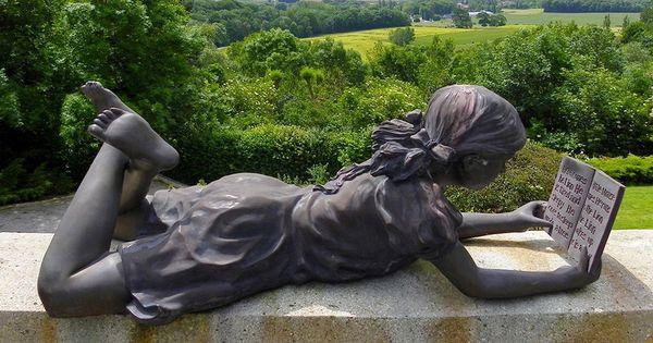 Moulins de Flandre) : Sculpture contemporaine située dans le jardin ...