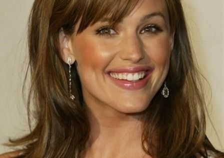 Stylish Wavy Hairstyles for Womens with Side Swept Bangs Hair from Jennifer Garner -- hair color!