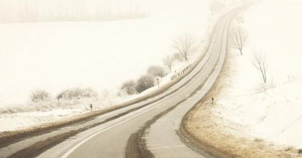 Winter road (by Edgar Barany)