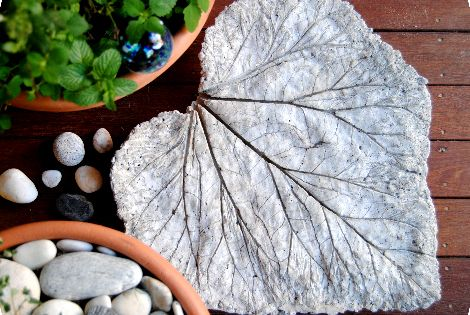 DIY Garden Art Leaf Sculpture by gardenmama: Great with giant leaves like