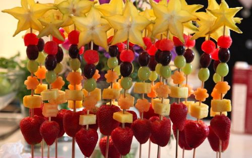 Fun kids party snack: Fruit Wands good for PRINCESS party. Use fruits