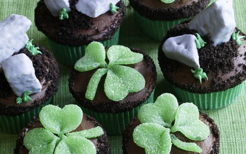 : St. Patrick's Day Blarney Stone Cupcakes