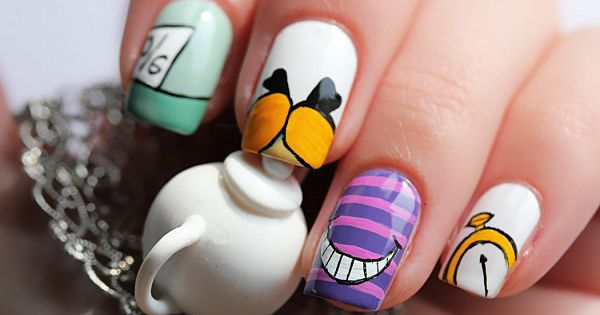 alice in wonderland nail art⤴