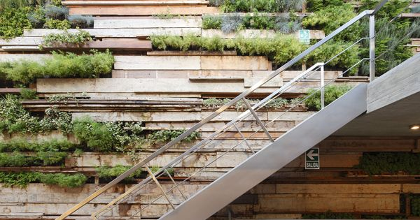 Gonzalez Moix Arquitectura / Zentro Commercial and Office building. Nice recycled timber