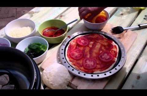 Pizza bakken op de cobb pizzaoven cobb video 39 s for Pizza bakken op tafel