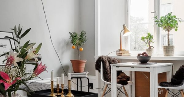 Piso peque o con paredes grises eames comedor peque o y - Amueblar piso pequeno barato ...