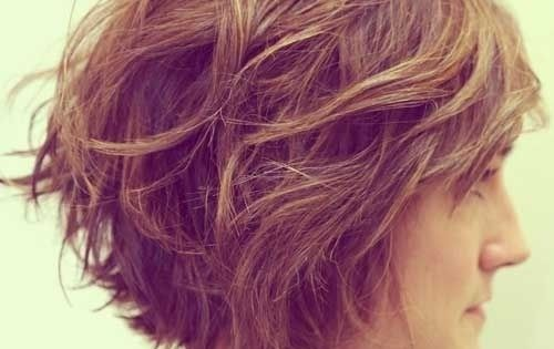 12 Feminine Short Hairstyles For Wavy Hair: Easy Everyday