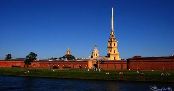 مدينة سانت بطرسبرغ في روسيا الأشهر لقضاء شهر عسل مميز يثبت قراركما بتمضية شهر العسل في مدينة سانت بطرسبرغ أنكما بلا شك Statue Of Liberty Landmarks Travel