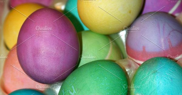 Easter Eggs – Dyed and cracked Easter eggs