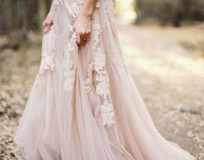 Bohemian wedding dresses are so inspiring and absolutely perfect for an outdoor dream