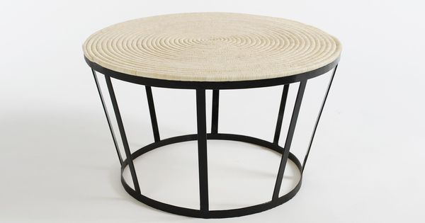 Table basse noire co design en fer forg plateau tress for Table exterieur tresse