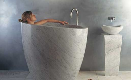 Extraordinary japanese soaking tub pinteres for Dimension baignoire sabot