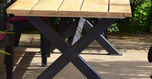 Table ext rieur en bois en sapin avec pieds en fer de for Table exterieur pliante fer