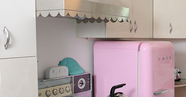 retro kitchen appliances, custom range hood with scallops, colors