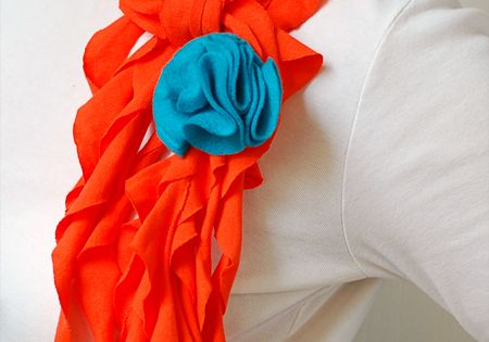 Ruffle Scarf tutorial by Tidy Mom - easy, 15 minute no-sew version