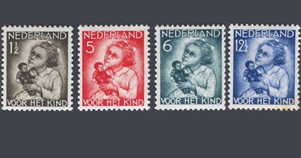 De kinderpostzegels uit 1934 met de voorstelling kind met pop ontwerp a dobbenburgh - Ontwerp kind ...