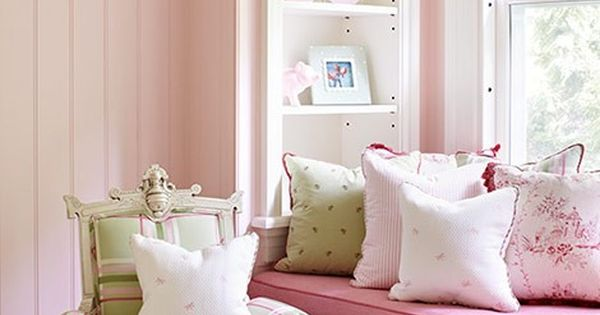 Pretty in Pink LOOK AT THE CHAIR! Multiple shades of pink combine