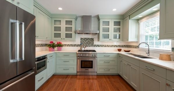 moderne küche in u form mit hellgrünen küchenschränken und boden ...   {Moderne küchen u-form 34}