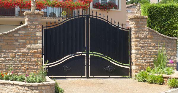 Choisir Un Portail Pour Son Habitat Ce Qu Il Faut Savoir Modern Fence Front Yard Fence Backyard Fences