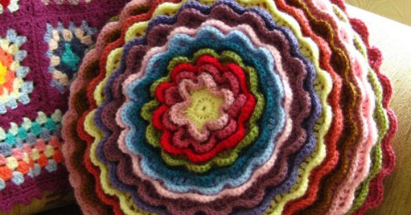 French Knitting Flowers : Crochet cushion crafts handmade i want