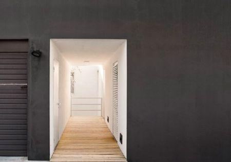 Peindre sa fa ade en noir gris fonc sombre inspiration et murs fonc s for Peindre sa facade