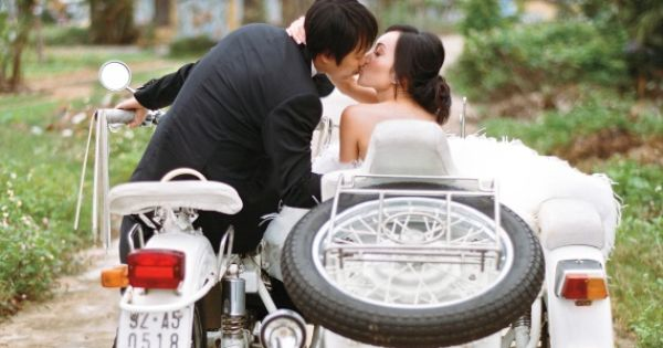 24 Utterly Romantic Wedding-Day Kisses - Quinn and Andy