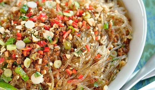 Spicy Glass Noodles with Crispy Pork (Yum Woon Sen) | Recipe | Thai ...