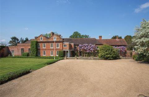 Ripley Surrey Gu23 7 Bed Equestrian Property 17 000 000 English Country House Bedroom English Country House Property For Sale