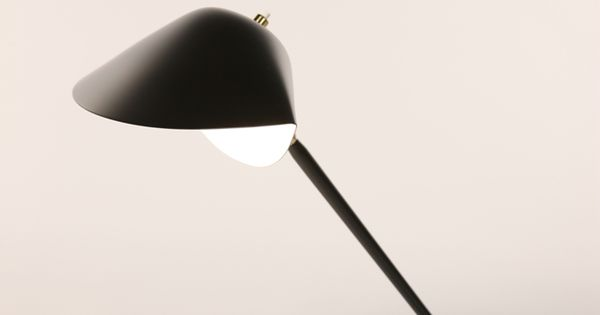 lampe de bureau tripode serge mouille interior design signage and architecture pinterest. Black Bedroom Furniture Sets. Home Design Ideas