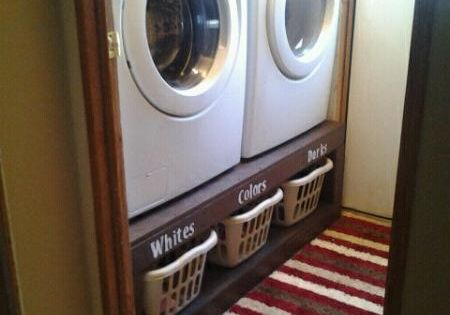Laundry room... What a great idea! Put the washer/dryer on a raised