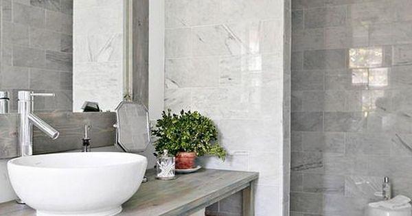 Mettre mur de c ramique adjacent la vanit et mettre une for Vitre pour salle de bain