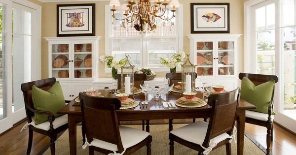 Stunning dining room with a a soft color palette and a for Decorating ideas for a casual dining room