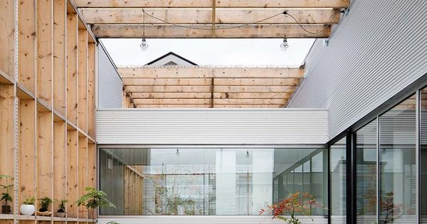 Garage terrace house in kyoto by yoshiaki yamashita for 19 seaview terrace santa monica