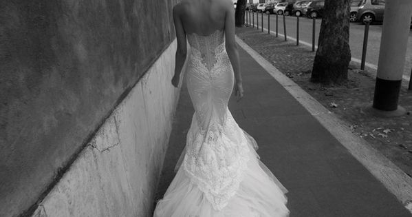 Elegant back detail wedding gown