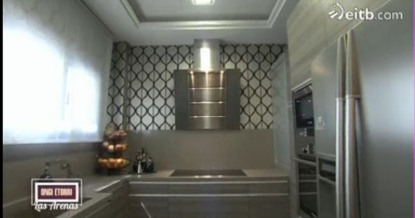 Cocina molduras techo e iluminaci n suelo muebles y for Iluminacion encimera