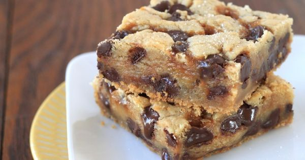 Chocolate chip cookie bars, Salted caramel chocolate and Caramel on ...