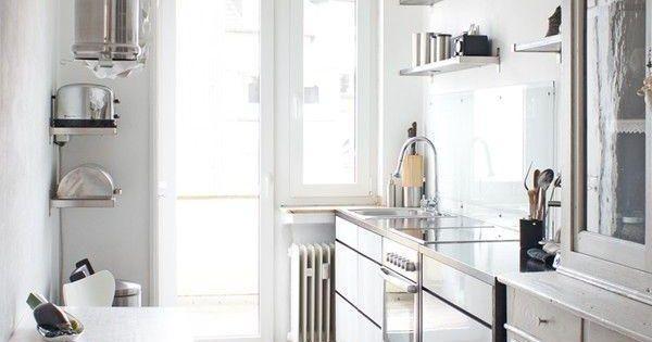 Virlova interiorismo decotips una cocina larga y for Cocina larga y angosta