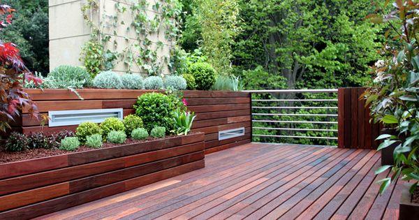 Suelo y jardineras de madera de exterior dise o completo - Jardines en aticos ...